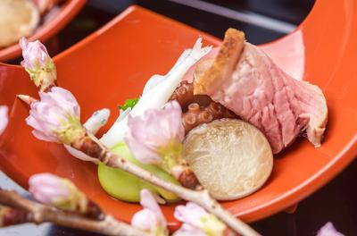和と洋の素材に伝統の技を取り入れた新しい日本料理をご提供。ゆくゆくは、メニュー開発などお任せします。