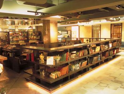 札幌パルコ8階 洋書に囲まれた開放的な店舗です