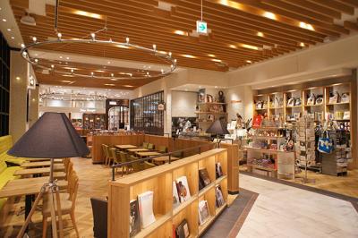 感度の高いお客様が集まるスタイリッシュなブックカフェ。経験を活かし、店長をめざそう!