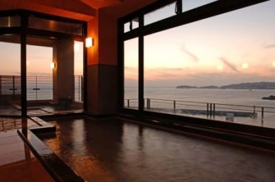 オレンジ色に染まる絶景が眺められる日間賀島のリゾート旅館