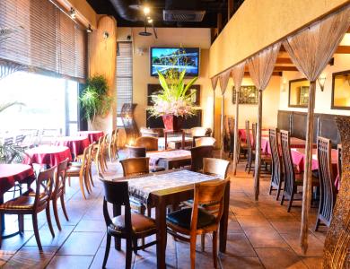 開放感あふれる店内には、バリ島で直接、買い付けされたオーダーメイドの家具がならびます。