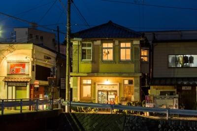 40種類以上の日本酒と地元の食材を使った料理が大好評の「伊那まち はしば」で未来の店長へ。