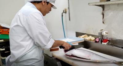 飲食店などで肉や魚をさばいた経験をお持ちの方であれば、歓迎いたします!