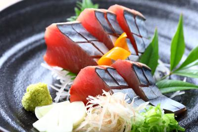 漁船から直送する鰹のお刺身料理も、お客様からご好評いただいております。