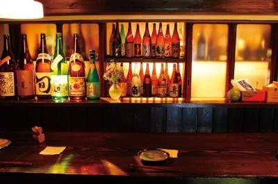 東京などでヒットした業態の料理を、リーズナブルな価格で提供しているお店も人気です。