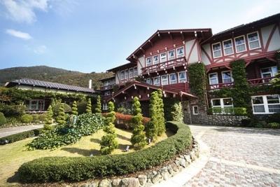 雲仙の国立公園に創業当時と変わらない姿で佇む観光ホテル