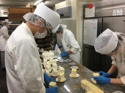 ケーキから焼菓子まで、洋菓子の製造全般に携わっていただきます。