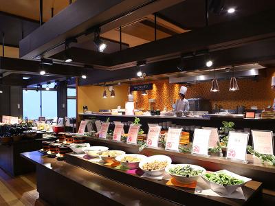 1300年の歴史ある温泉郷にあるホテル。レストランやお部屋でお楽しみいただく和洋中の料理作りを!