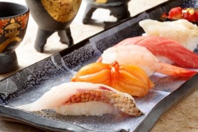 優れた技術を持つ先輩スタッフが、本物の寿司職人のスキルを伝授します!