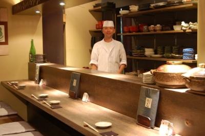 京都・高瀬川沿いに店をかまえる京料理店。未経験から本格的な和食のワザを身に付けよう。今年6月に2号店がオープン。出店計画もあり、将来は新店の料理長として活躍を!