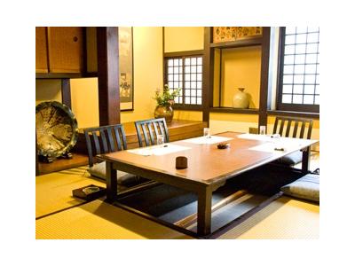 著名な民芸作家の作品が飾られるなど、一部屋一部屋こだわりぬいて作られた個室。