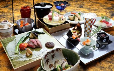 高級料亭の味やサービスなどクオリティーはそのままに、気軽に日本料理をお楽しみいただけるお店です。