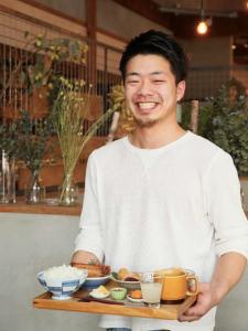 お米や生クリームにこだわり、カスタマイズできる定食やSNS映えするスイーツを提供するおしゃれカフェ♪