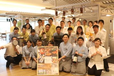 同グループの「箱根・芦ノ湖 はなをり」では、一致団結してレストランを盛り上げています!