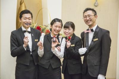 20代の若手を中心に活躍中の「三河湾リゾートリンクス」でサービススタッフを募集◎