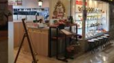 可愛らしいインテリア、食器も人気のファミレスで、地元のお客様を笑顔に!