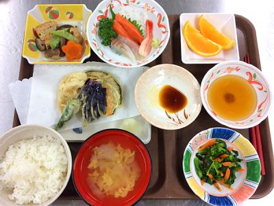 沖縄県内にある住居型有料老人ホームで、栄養士募集!入居者さまへのお食事の献立を考えましょう。