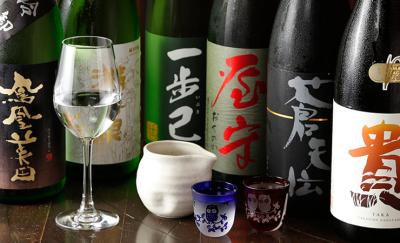 日本酒・焼酎などの品ぞろえも豊富。お酒の知識も身につけられます