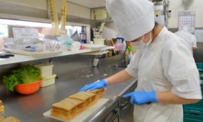 店舗ごとに工房を設け、誇りを持ってパン作りに取り組んでいます