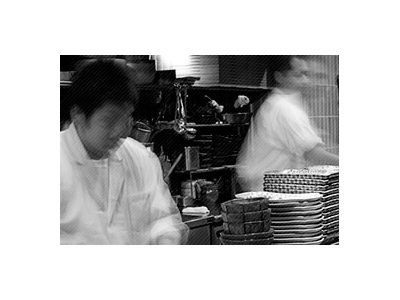 国内外で350店舗以上の飲食店を経営する企業。料理長や統括料理長へのキャリアアップも可能です!