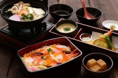 定食を提供する和食レストラン、焼肉レストランでの料理をお任せします!