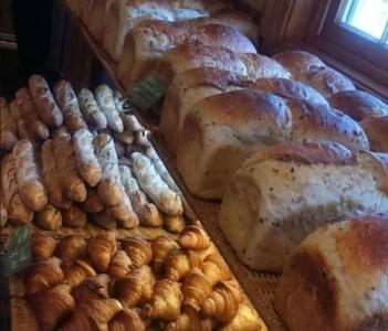 パンの種類が豊富で地域のお客様はもちろん、全国のお客様からも人気です。