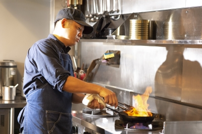 神奈川県内で運営している4店舗で、調理スタッフを募集!