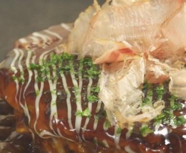 JR「博多駅」直結!お好み焼き店と洋食店で、ホールスタッフ(店長候補)を募集。