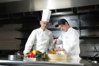 リゾートホテル・シティホテル等を国内外に51施設展開している当社で、調理スタッフ募集!