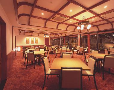 広々とした空間で、お料理をお楽しみいただけます。