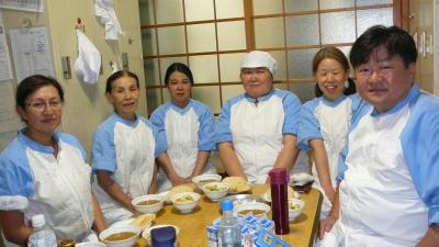 東京都・神奈川県・埼玉県内の小・中学校での給食提供をになう、調理スタッフを募集します。
