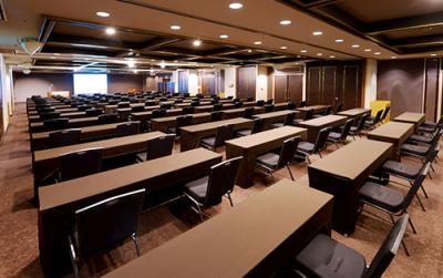 当社は、貸会議室とホテル・宴会場の事業を中核とし、全国に405施設を展開する企業です。