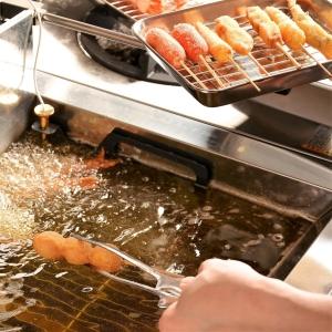 リーズナブルな価格で魚介・野菜・変わり串揚げなど、さまざまな串揚げを楽しめます。