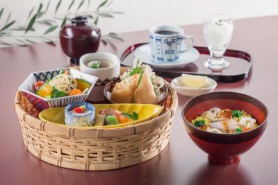 こだわりの食材を使用した、和食、しゃぶしゃぶなど、季節感に応じたメニューをご用意。