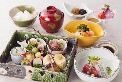 淡路島魚介や、旬の野菜・京野菜など、素材にこだわった料理を提供しています。