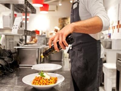 高品質な本場の食材を使い、伝統製法にのっとった調理法で仕上げています