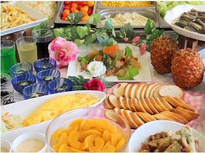 沖縄の食材を使ったお料理をメインに提供しています。