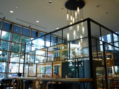 ガラス張りのおしゃれなカフェ。内装にもこだわった空間で、たのしくアルバイトしませんか?