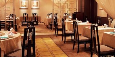 最高の施設、最高のサービス、最高の料理を提供している伝統のホテルで、社員をめざすことができます!