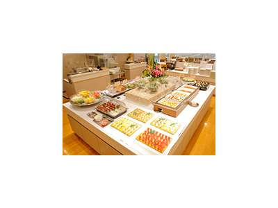 レストランはビュッフェスタイルが主流。宴会場もあるので、あなたの接客スキルを発揮できる職場です。