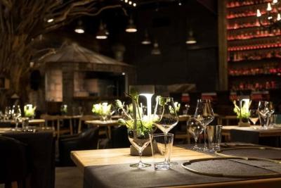 ワイン講習会などもあり、ソムリエなど資格取得も支援します。