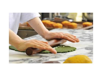 東京都西池袋の工房で、大切な人に届けるお菓子づくりを。8時〜17時までの勤務でプライベートも充実。
