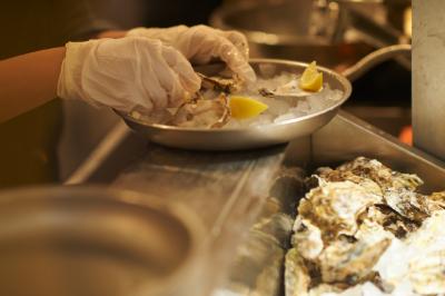 広島県内に48時間の浄化殺菌を行なう施設を持つ、安心安全な調理システム