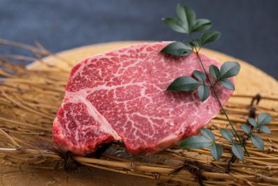 古民家風のおしゃれな店内で鮮度バツグンの宮崎牛をご提供しましょう!